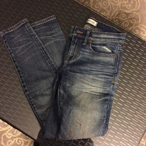 Madewell mid rise distressed jeans size 25